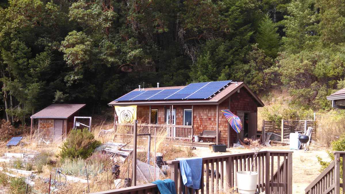 country-cabin-with-solar